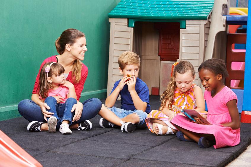 モンテッソーリ幼稚園に通う子供達