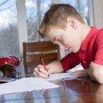 中学受験を独学する子供