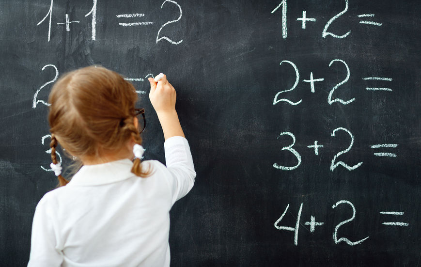 中学受験の算数を勉強する子