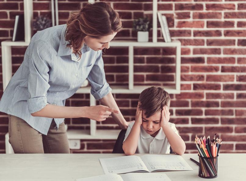 勉強しなさい!と言う母親