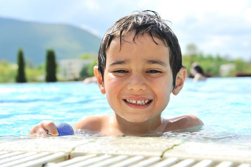 水泳を頑張る子