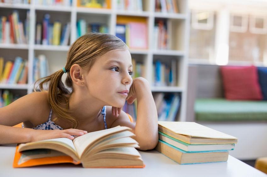 勉強に悩む女の子