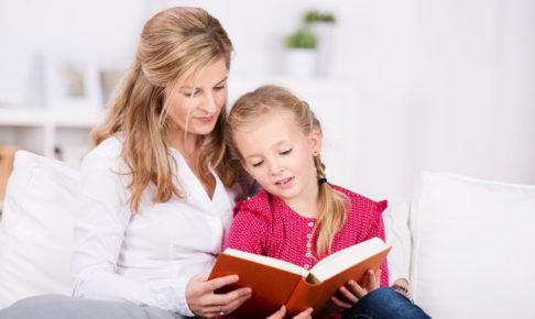 音読をする子供