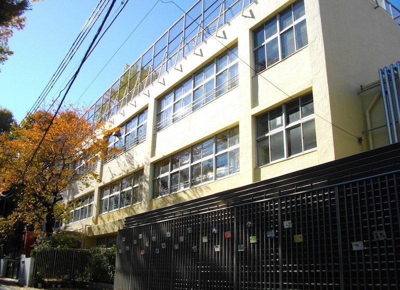 宝仙学園小学校の校舎