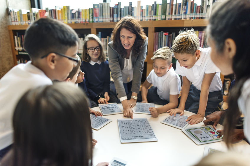 ICT教育を学ぶ中学生