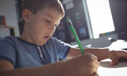 受験勉強にやる気を出す子供