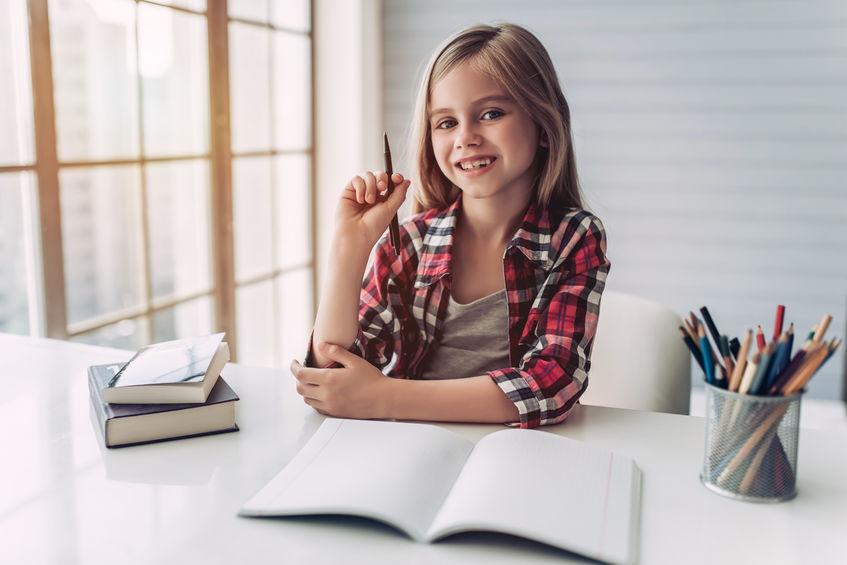 単語を勉強する子供