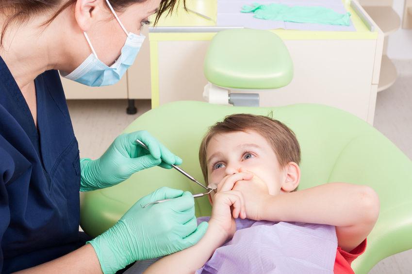 歯医者を怖がる子供