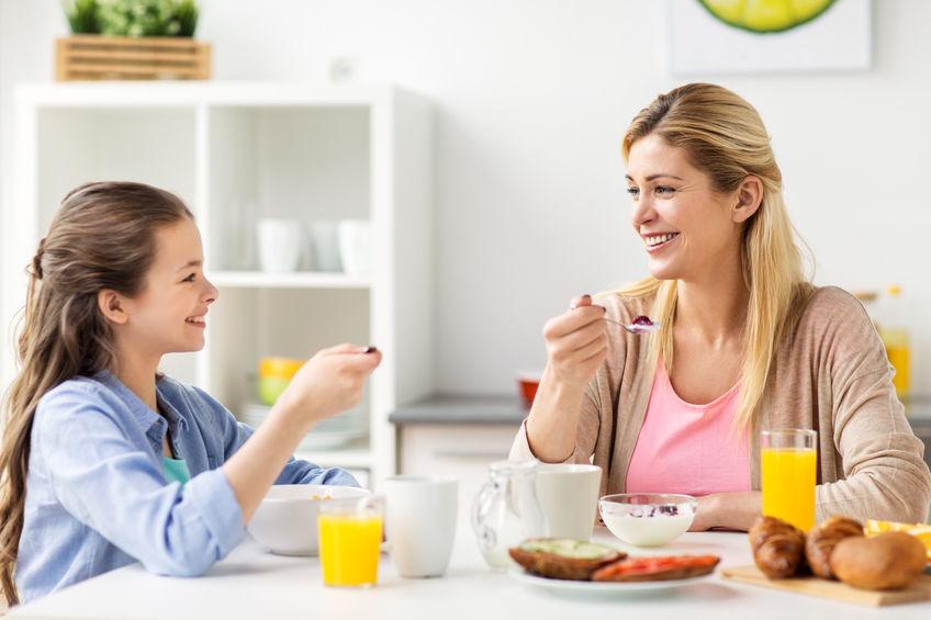 冷凍食品を上手に活用する親子