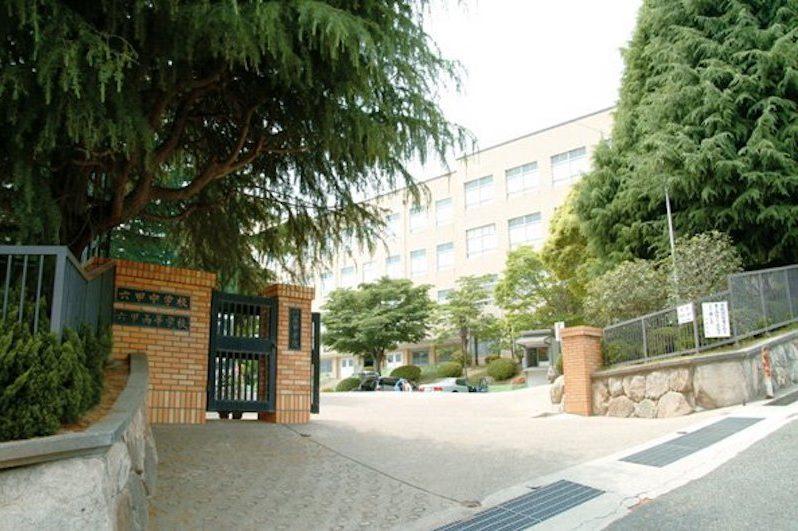 六甲学院中学校の校舎