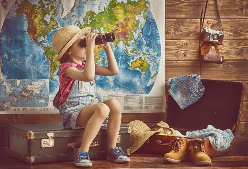 世界を見る子供