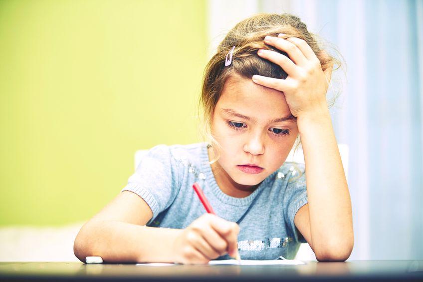 勉強につまずく子供