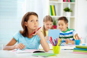 授業中に考えている子供