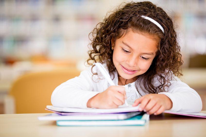 ノートをとっている子供