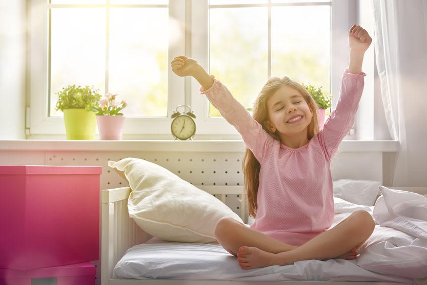 早起きをする子供