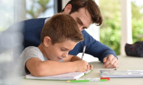 英語学習をする親子