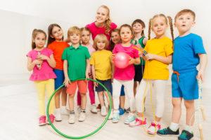 体操教室に通う子供