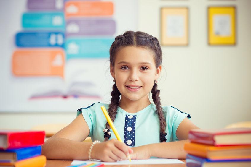 受験勉強をする子供