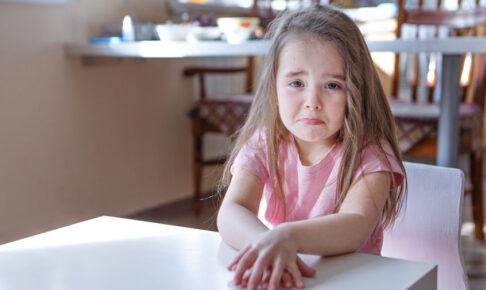 幼稚園に行きたくないとぐずる子供